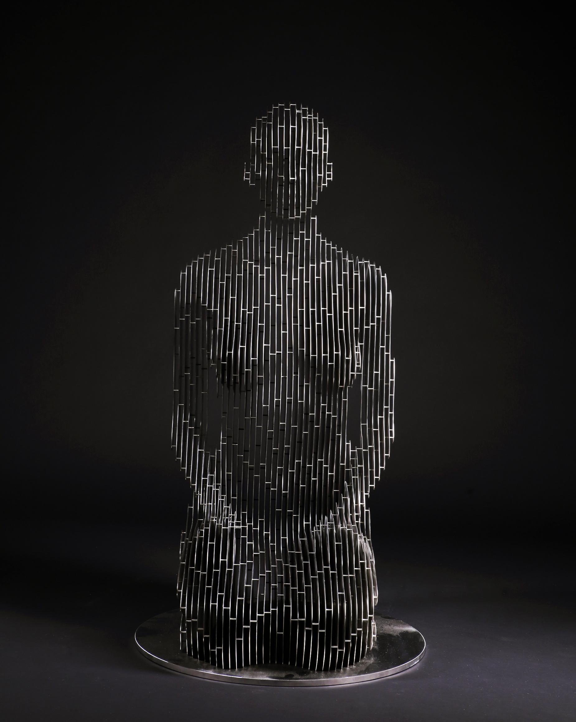 265_Life-size kneeling Woman (2)