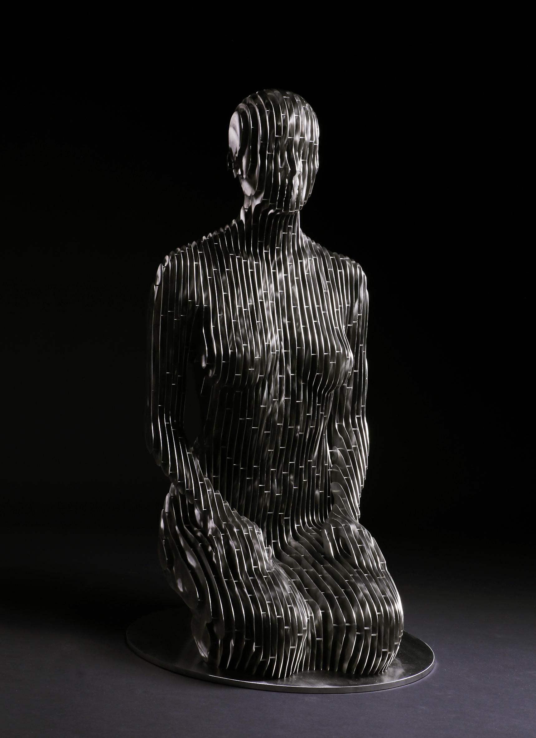 266_Life-size kneeling Woman (2)
