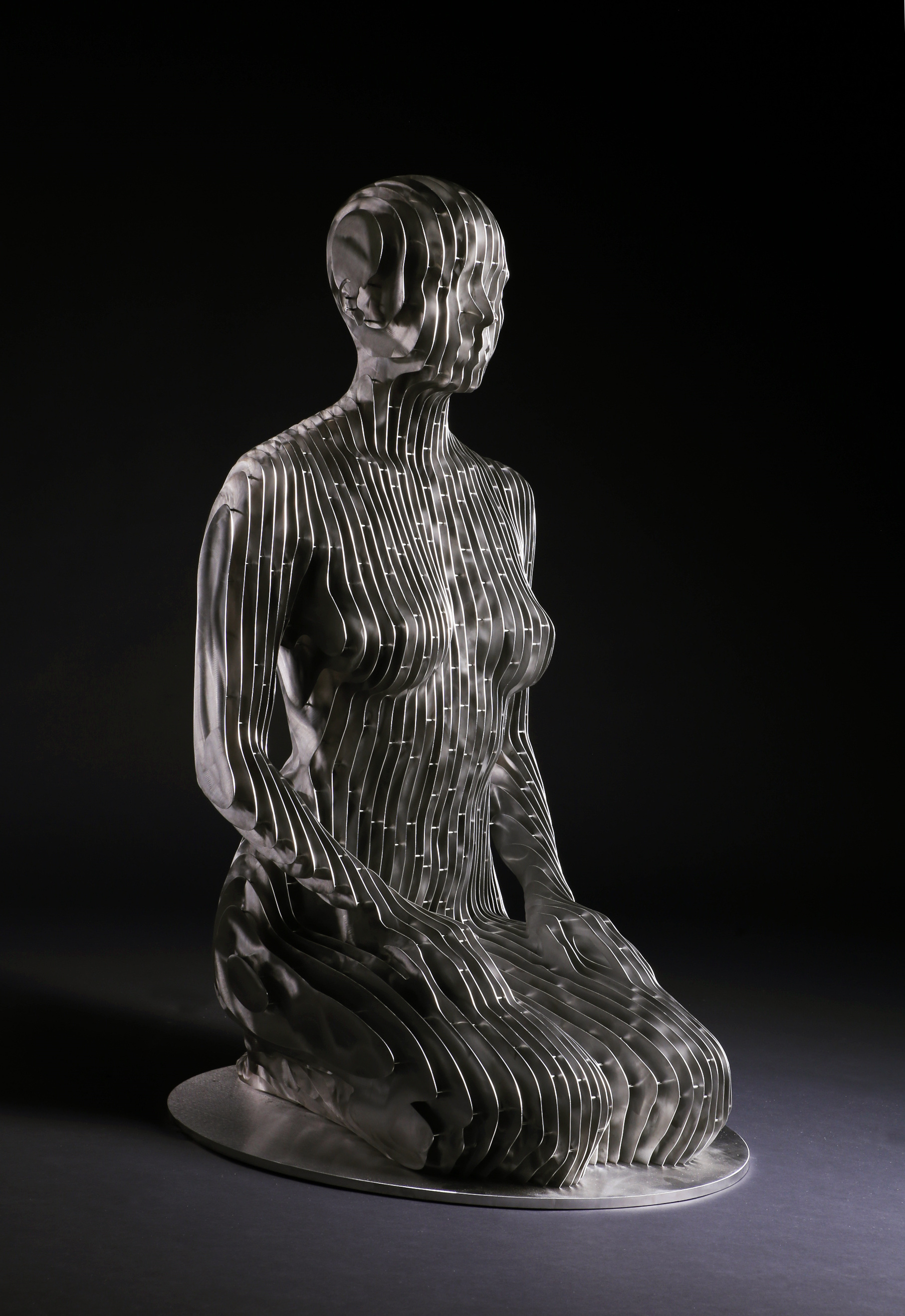 267_Life-size kneeling Woman (2)