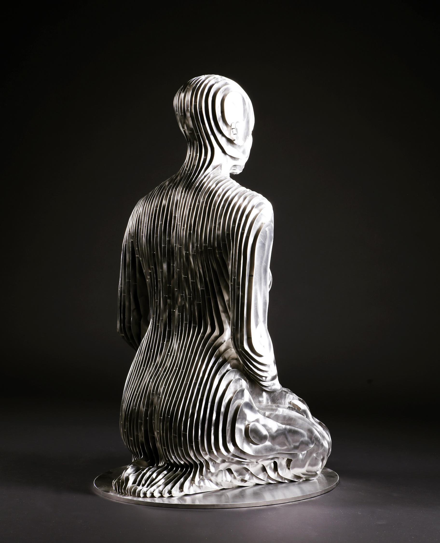 270_Life-size kneeling Woman (2)